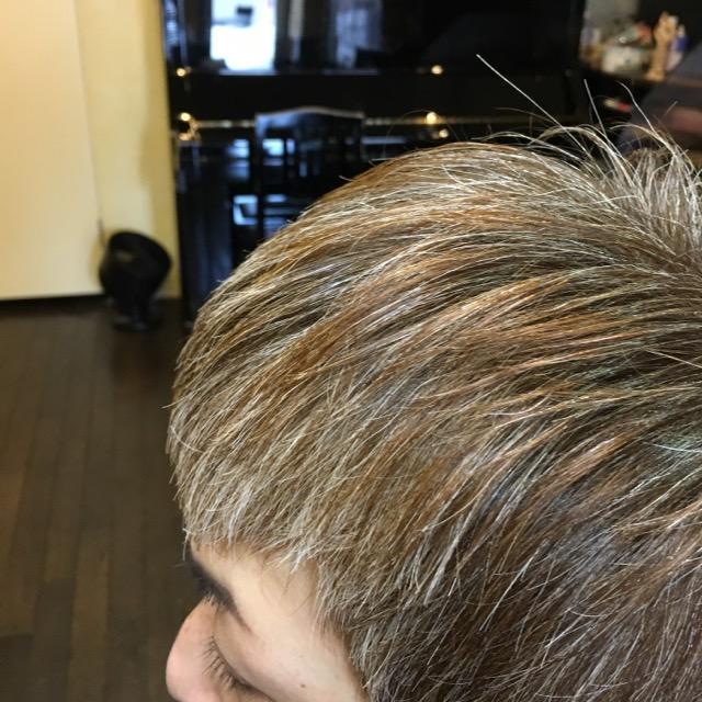 白髪染めをやめるっていう風潮?